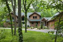 woodsy_log_home_exterior_l1